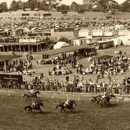 Oakbank Easter Racing Carnival 2015 | South Australian Jumps Racing